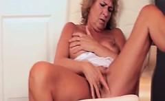 Nasty mature slut goes crazy fingering